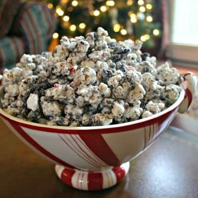 Peppermint Cookies 'n Cream Popcorn