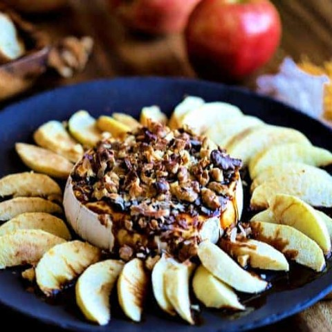 apple slices with Brie and walnuts