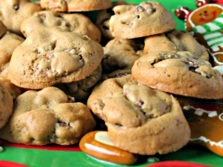 pecan candy cookies on a holiday plate