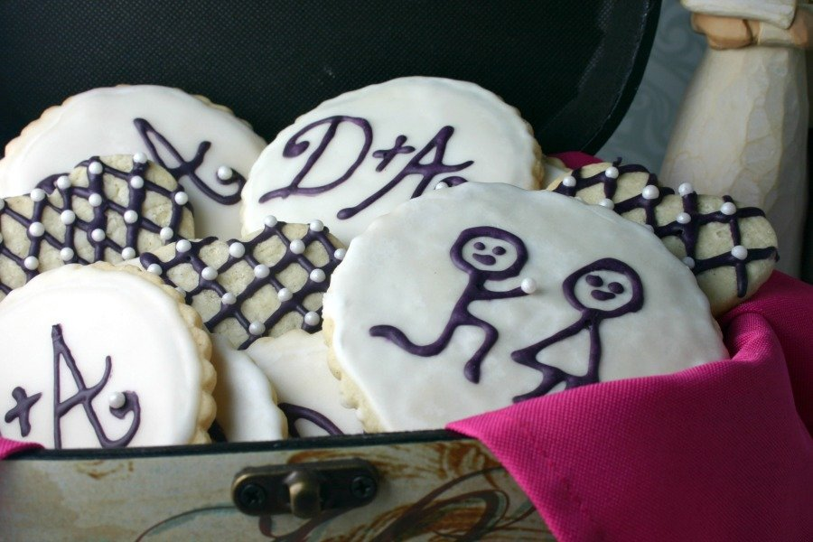 A cookie made to look like a man proposing to a woman