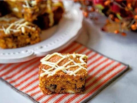 White Chocolate Pumpkin Bars | Life, Love, and Good Food #recipe #pumpkin #dessert