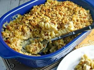 Cheesy Chicken Mac Casserole