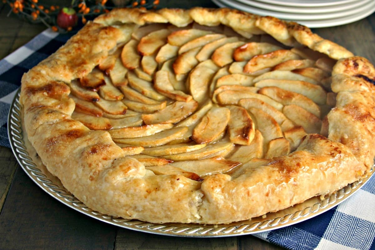 http://lifeloveandgoodfood.com/rustic-apple-tart/