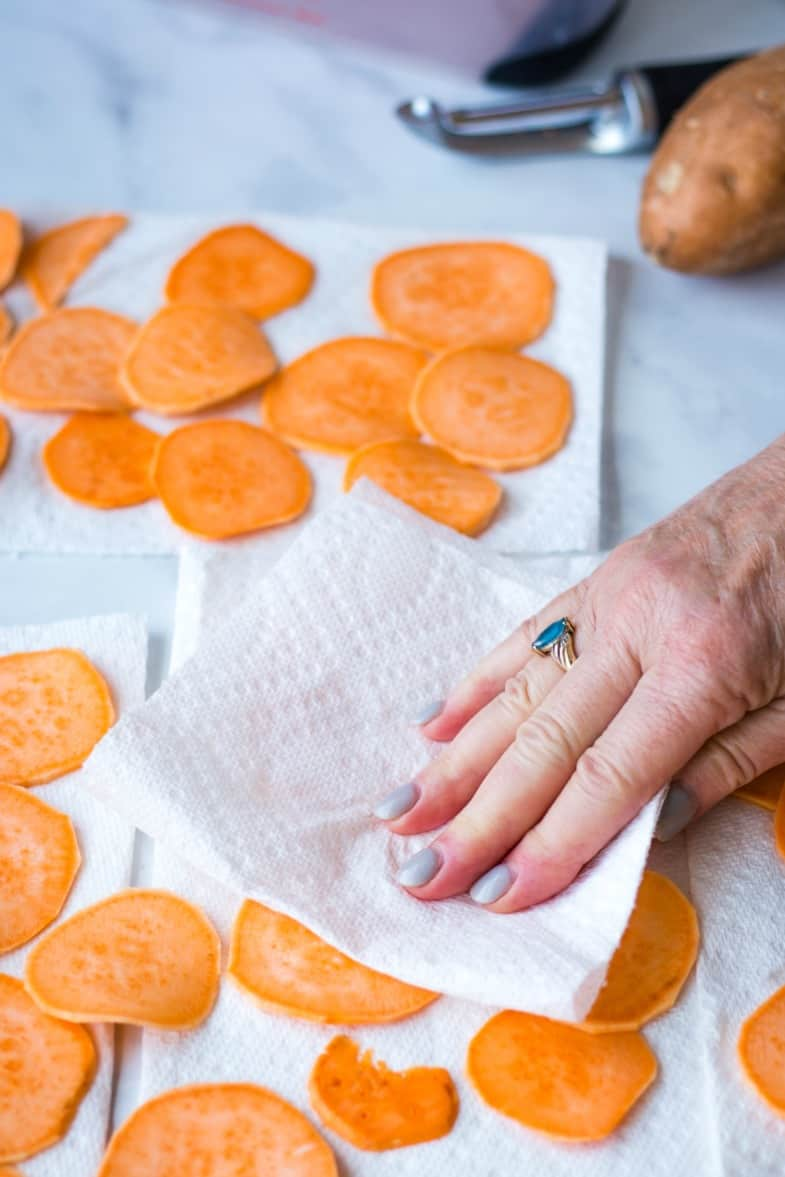 drying sweet potatoes with paper towel