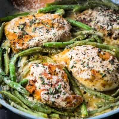 chickenn dijon simmering with green beans in a fry pan