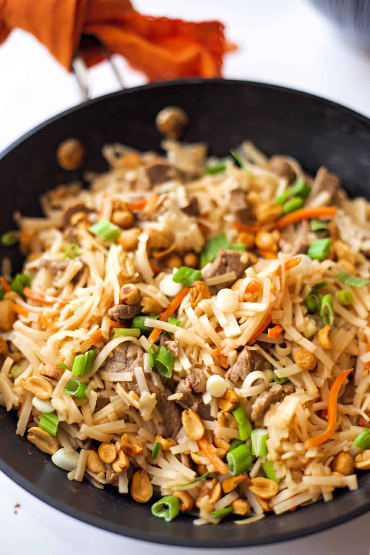 beef pad thai in a wok