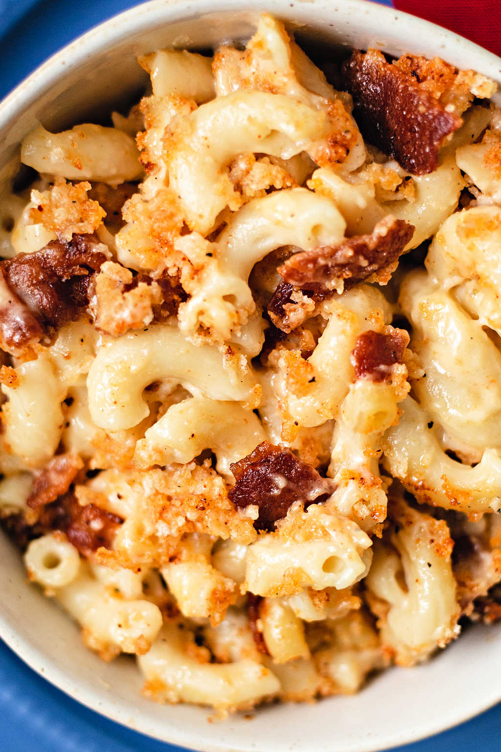 close up shot of smoked mac and cheese with bits of bacon.