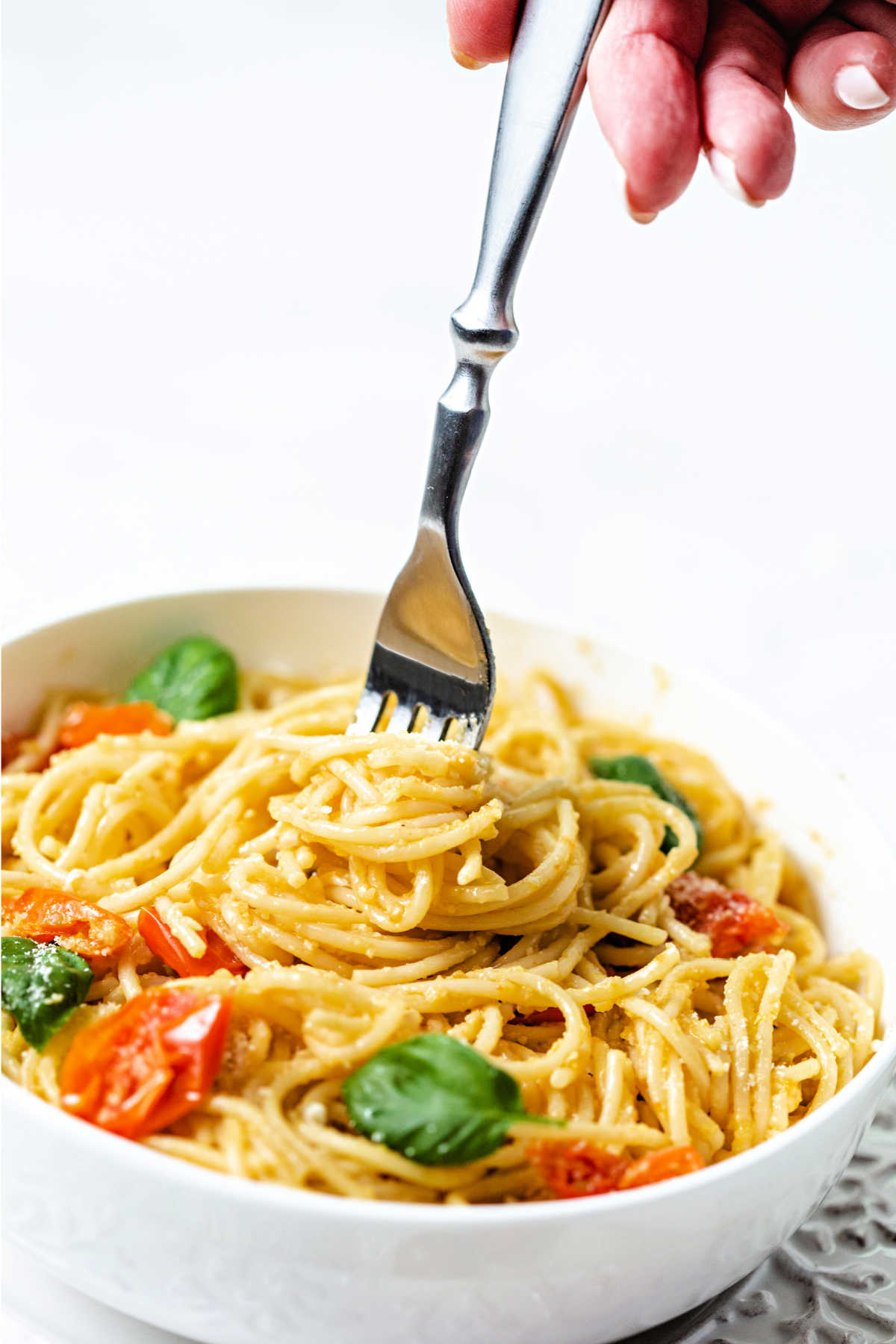 swirling cherry tomato pasta on a fork.